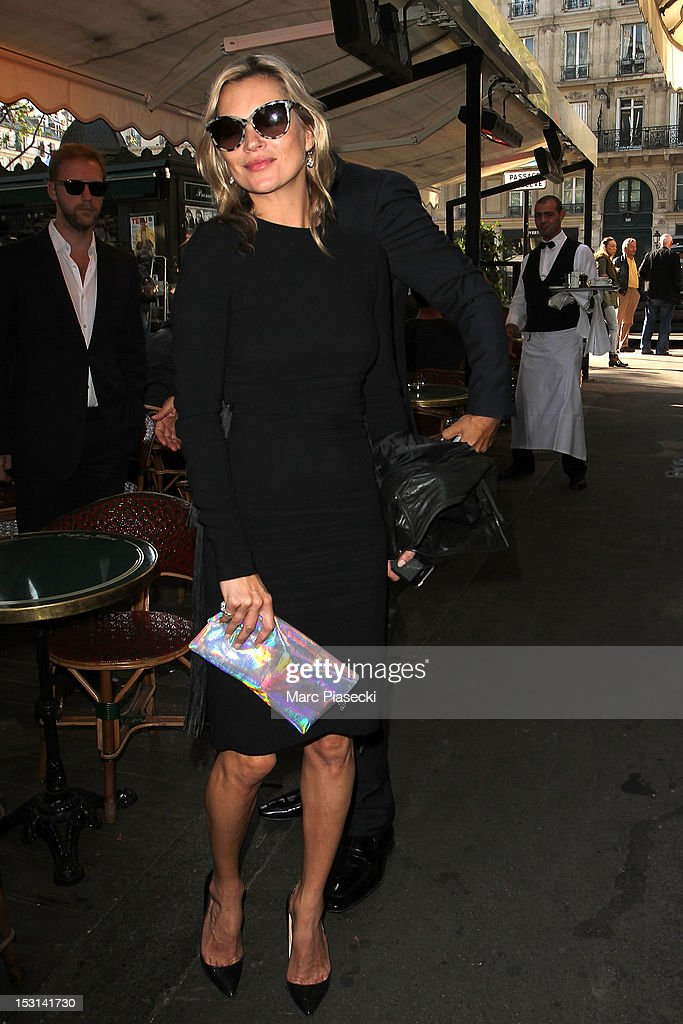 Model <a gi-track='captionPersonalityLinkClicked' href=/galleries/search?phrase=Kate+Moss&family=editorial&specificpeople=201830 ng-click='$event.stopPropagation()'>Kate Moss</a> arrives at 'Cafe de Flore' on October 1, 2012 in Paris, France.