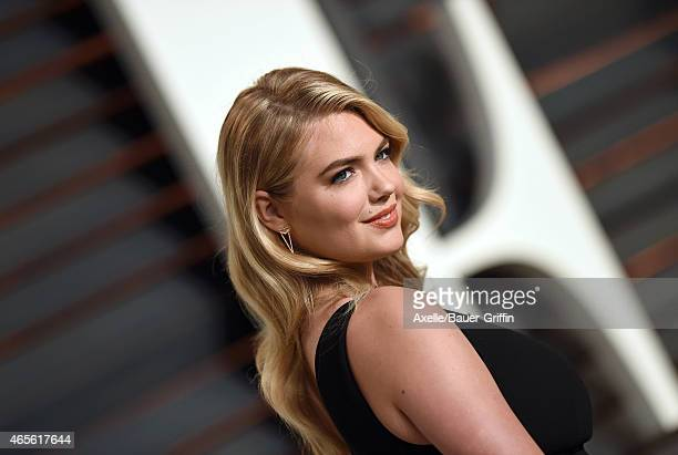 Model Kate Upton arrives at the 2015 Vanity Fair Oscar Party Hosted By Graydon Carter at Wallis Annenberg Center for the Performing Arts on February...