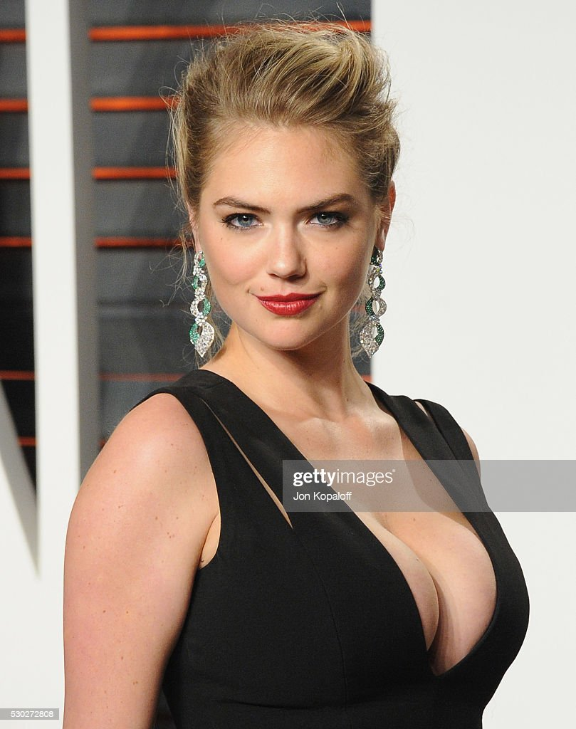 Model Kate Upton arrives at the 2016 Vanity Fair Oscar Party Hosted By Graydon Carter at Wallis Annenberg Center for the Performing Arts on February 28, 2016 in Beverly Hills, California.