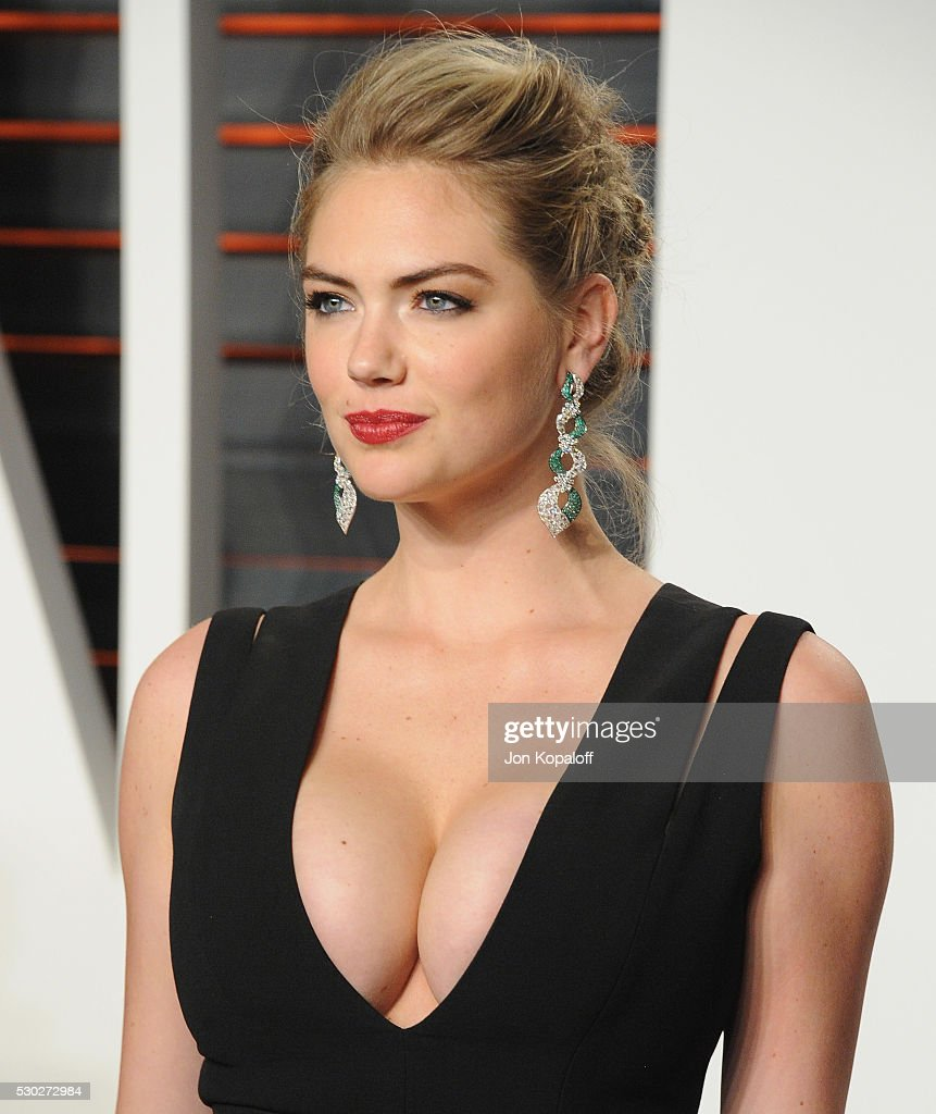 Model Kate Upton arrives at the 2016 Vanity Fair Oscar Party Hosted By ...
