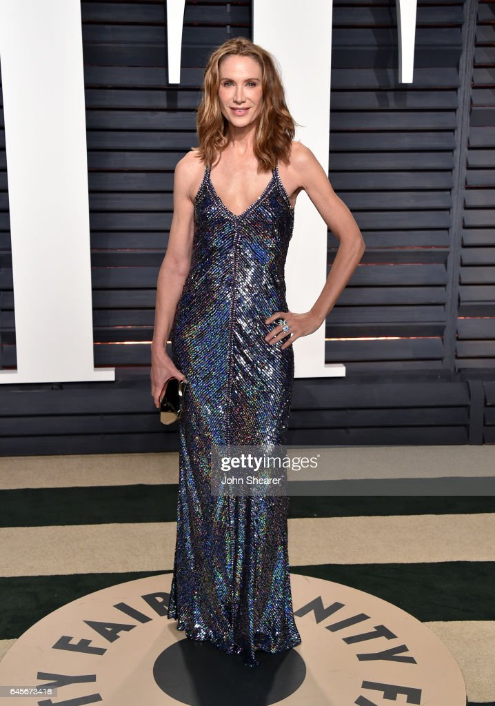 Model Kelly Lynch attends the 2017 Vanity Fair Oscar Party hosted by Graydon Carter at Wallis Annenberg Center for the Performing Arts on February 26, 2017 in Beverly Hills, California.