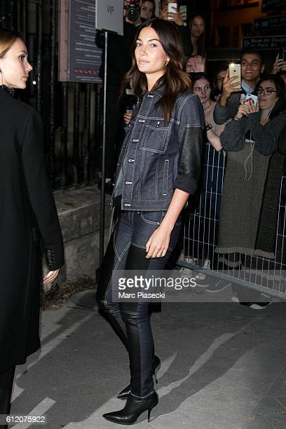 Model Lily Aldridge arrives to attend the 'GIVENCHY' fashion show on October 2 2016 in Paris France