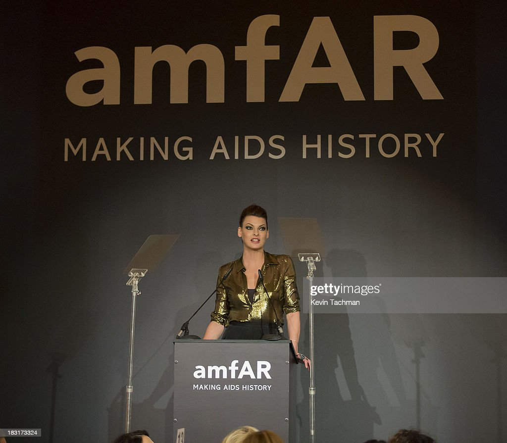 Model <a gi-track='captionPersonalityLinkClicked' href=/galleries/search?phrase=Linda+Evangelista&family=editorial&specificpeople=203121 ng-click='$event.stopPropagation()'>Linda Evangelista</a> attends the amfAR Inspiration Gala Rio on October 4, 2013 in Rio de Janeiro, Brazil.