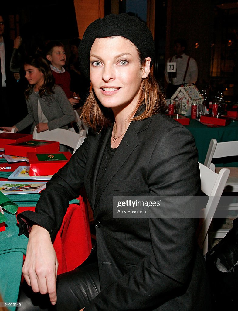 Model <a gi-track='captionPersonalityLinkClicked' href=/galleries/search?phrase=Linda+Evangelista&family=editorial&specificpeople=203121 ng-click='$event.stopPropagation()'>Linda Evangelista</a> attends the New York City Ballet & the School of American Ballet's The Nutcracker family benefit at the David H. Koch Theater, Lincoln Center on December 5, 2009 in New York City.