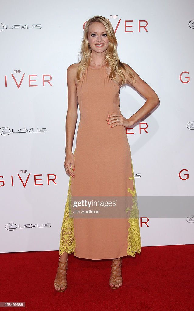 Model <a gi-track='captionPersonalityLinkClicked' href=/galleries/search?phrase=Lindsay+Ellingson&family=editorial&specificpeople=4248292 ng-click='$event.stopPropagation()'>Lindsay Ellingson</a> attends 'The Giver' premiere at Ziegfeld Theater on August 11, 2014 in New York City.