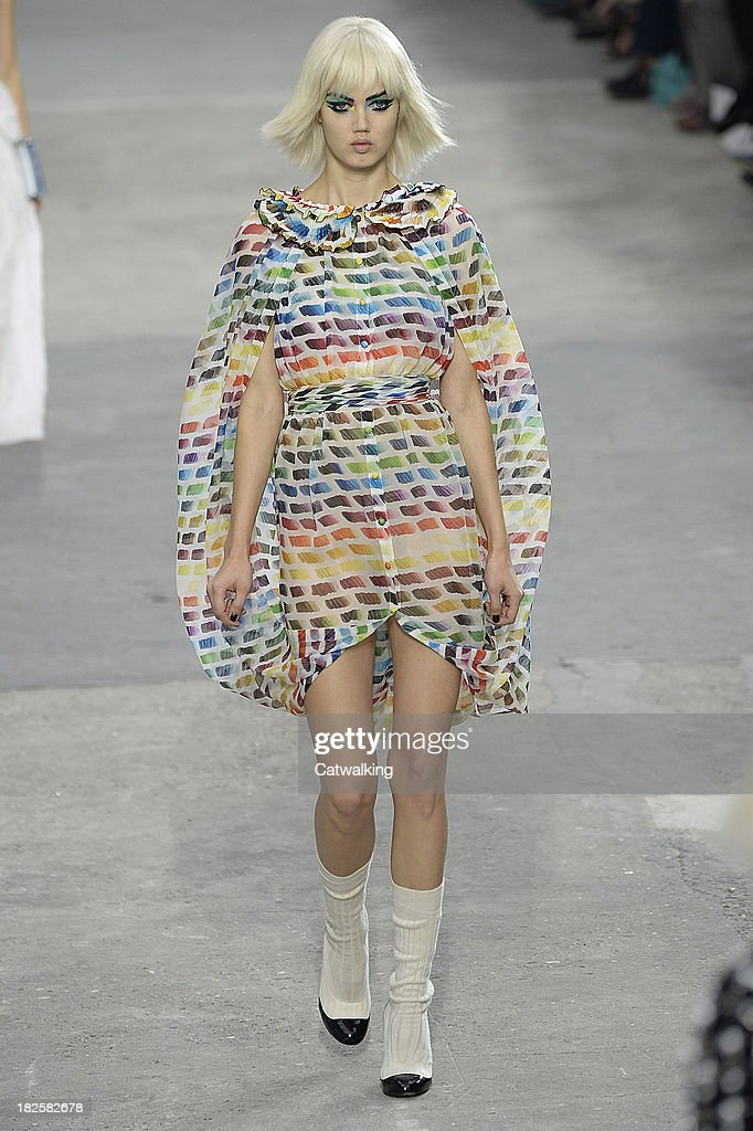 Model <a gi-track='captionPersonalityLinkClicked' href=/galleries/search?phrase=Lindsey+Wixson&family=editorial&specificpeople=6876942 ng-click='$event.stopPropagation()'>Lindsey Wixson</a> walks the runway at the Chanel Spring Summer 2014 fashion show during Paris Fashion Week on October 1, 2013 in Paris, France.