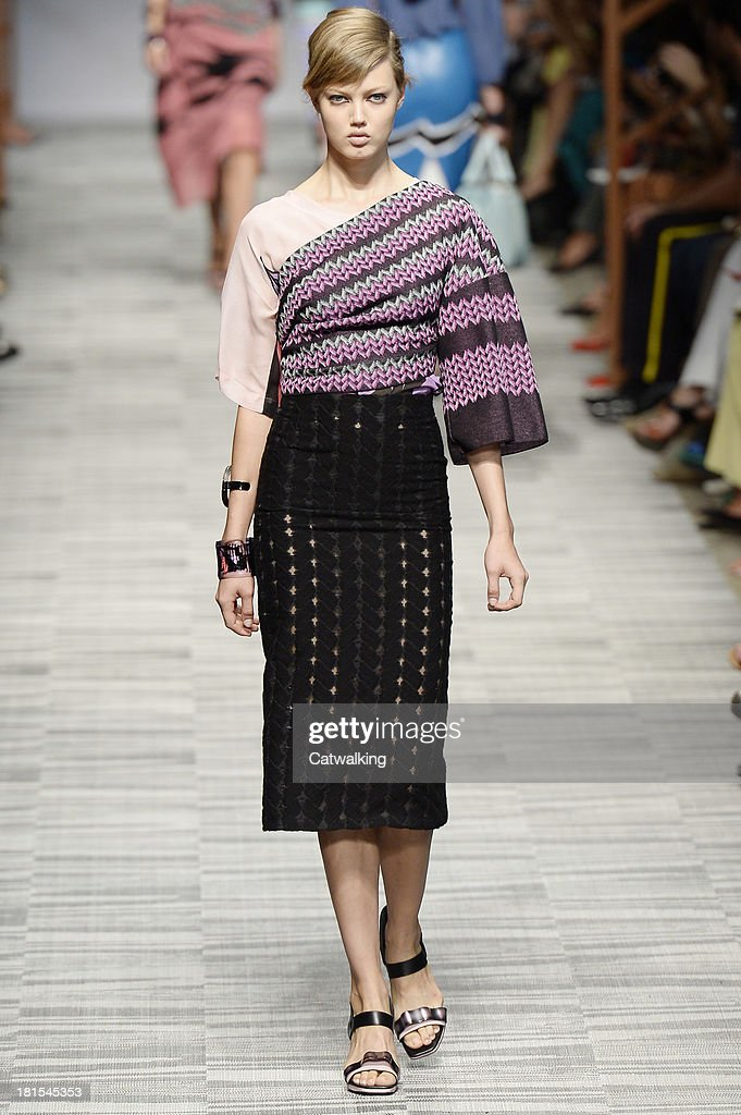Model <a gi-track='captionPersonalityLinkClicked' href=/galleries/search?phrase=Lindsey+Wixson&family=editorial&specificpeople=6876942 ng-click='$event.stopPropagation()'>Lindsey Wixson</a> walks the runway at the Missoni Spring Summer 2014 fashion show during Milan Fashion Week on September 22, 2013 in Milan, Italy.