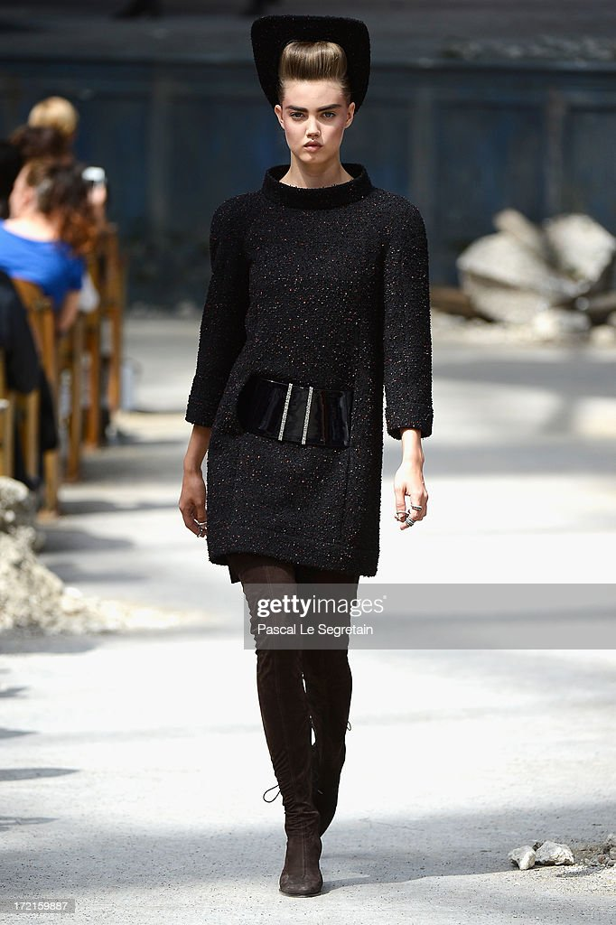 Model <a gi-track='captionPersonalityLinkClicked' href=/galleries/search?phrase=Lindsey+Wixson&family=editorial&specificpeople=6876942 ng-click='$event.stopPropagation()'>Lindsey Wixson</a> walks the runway during the Chanel show as part of Paris Fashion Week Haute-Couture Fall/Winter 2013-2014 at Grand Palais on July 2, 2013 in Paris, France.