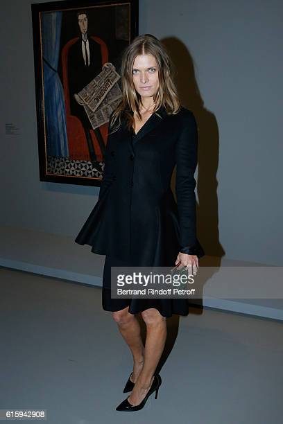 Model Malgosia Bela attends the 'Icones de l'Art Moderne La Collection Chtchoukine' Cocktail at Fondation Louis Vuitton on October 20 2016 in Paris...