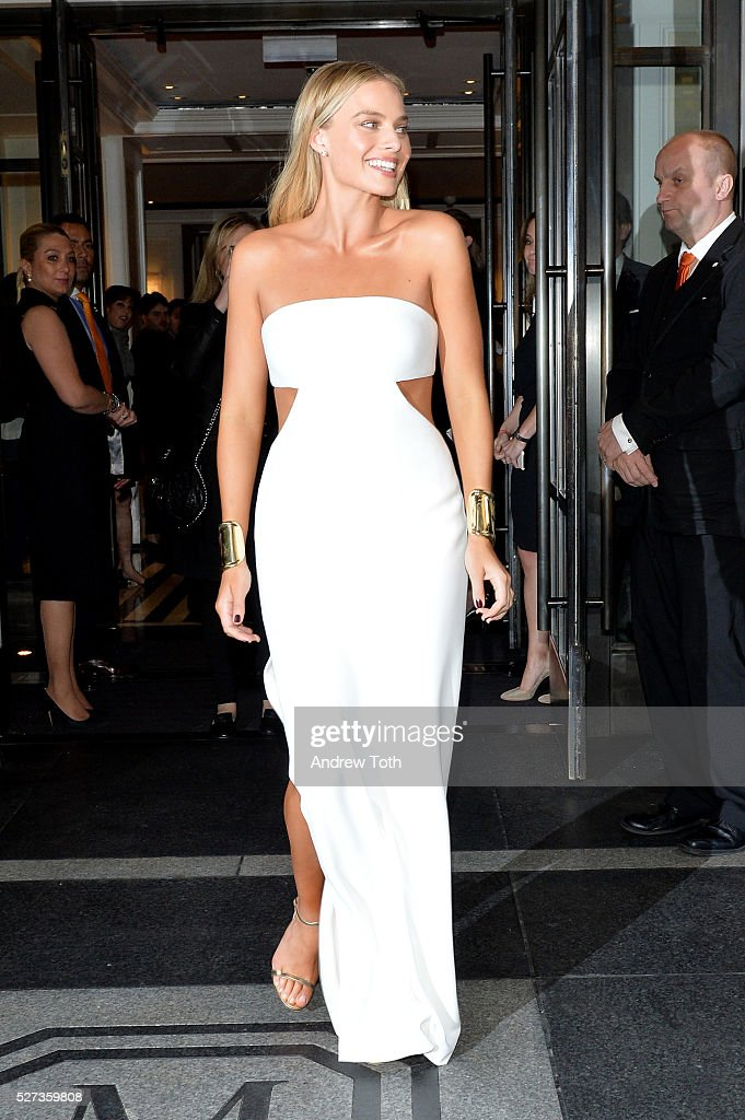Model Margot Robbie leaves from The Mark Hotel for the 2016 'Manus x Machina: Fashion in an Age of Technology' Met Gala on May 2, 2016 in New York City.