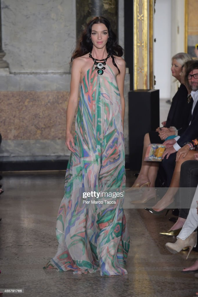 Model Mariacarla Boscono walks the runway during the Pucci Show as part of Milan Fashion Week Womenswear Spring/Summer 2015 on September 20 2014 in...