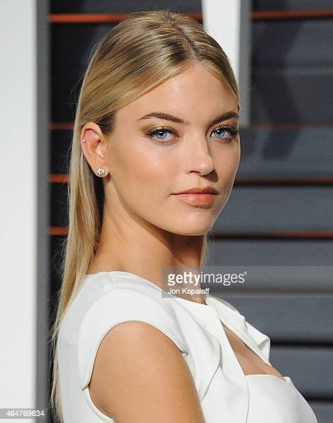 Model Martha Hunt arrives at the 2015 Vanity Fair Oscar Party Hosted By Graydon Carter at Wallis Annenberg Center for the Performing Arts on February...