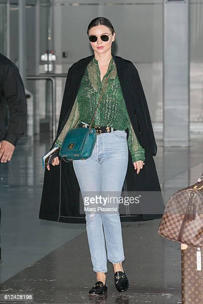 Model Miranda Kerr arrives at CharlesdeGaulle airport on October 4 2016 in Paris France