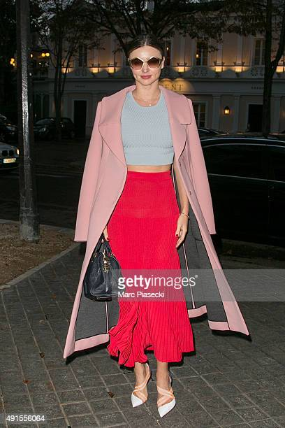 Model Miranda Kerr arrives at the 'La Reserve' restaurant on October 6 2015 in Paris France