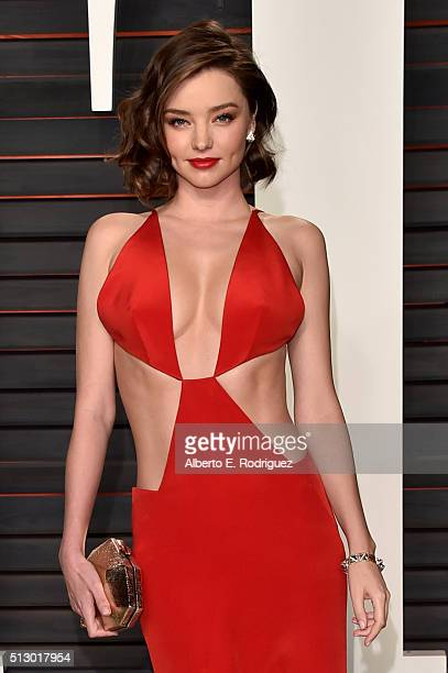 Model Miranda Kerr attends the 2016 Vanity Fair Oscar Party hosted By Graydon Carter at Wallis Annenberg Center for the Performing Arts on February...