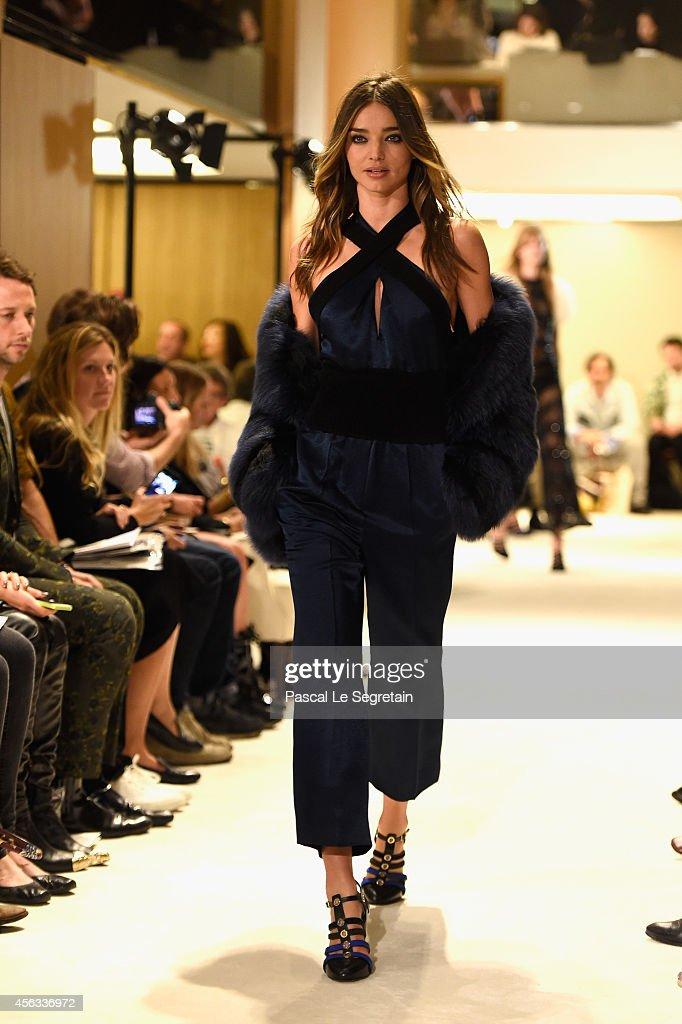 Model Miranda Kerr walks the runway during the Sonia Rykiel show as part of the Paris Fashion Week Womenswear Spring/Summer 2015 on September 29, 2014 in Paris, France.