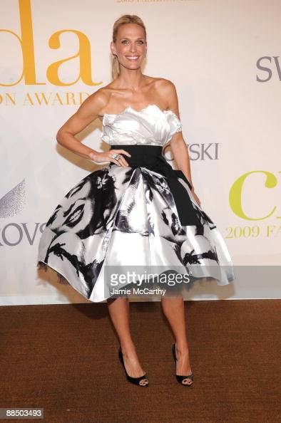 Model Molly Sims attends the 2009 CFDA Fashion Awards at Alice Tully Hall Lincoln Center on June 15 2009 in New York City