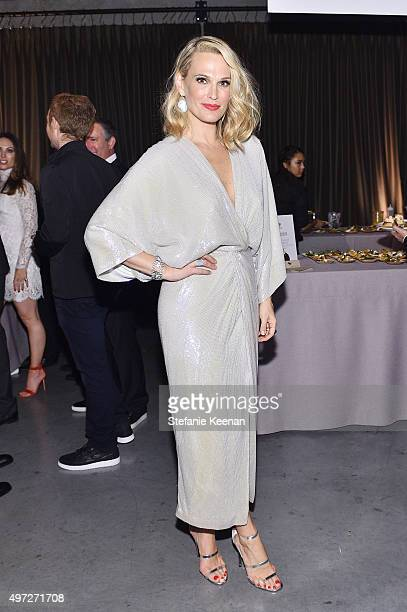 Model Molly Sims attends the 2015 Baby2Baby Gala presented by MarulaOil Kayne Capital Advisors Foundation honoring Kerry Washington at 3LABS on...
