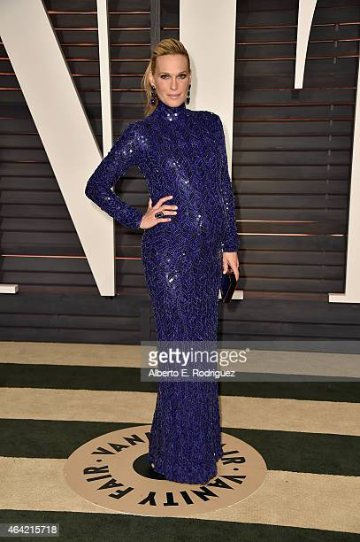 Model Molly Sims attends the 2015 Vanity Fair Oscar Party hosted by Graydon Carter at Wallis Annenberg Center for the Performing Arts on February 22...