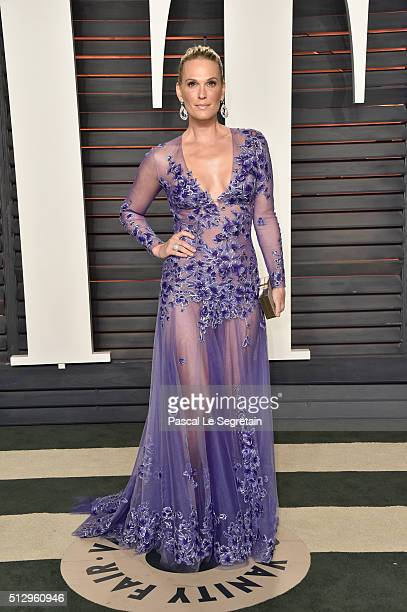 Model Molly Sims attends the 2016 Vanity Fair Oscar Party Hosted By Graydon Carter at the Wallis Annenberg Center for the Performing Arts on February...