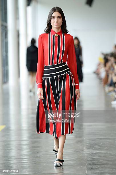 Model Natalia Moreira walks the runway during Reinaldo Lourenco fashion show during Sao Paulo Fashion Week Winter 2016 on October 21 2015 in Sao...