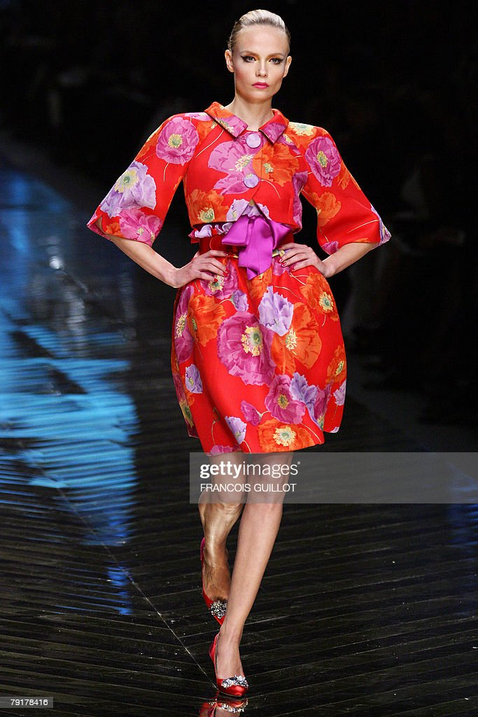 Model Natasha Poly presents a creation by Italian designer Valentino during his Spring/Summer 2008 Haute Couture collection show in Paris, 23 January 2008. Valentino, the 75-year-old high-fashion guru, retires after 45 years in the business.