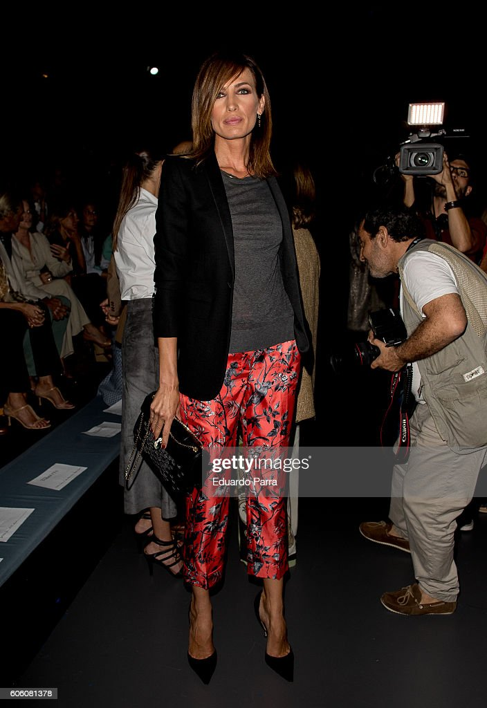 model-nieves-alvarez-is-seen-attending-mercedesbenz-fashion-week-picture-id606081378