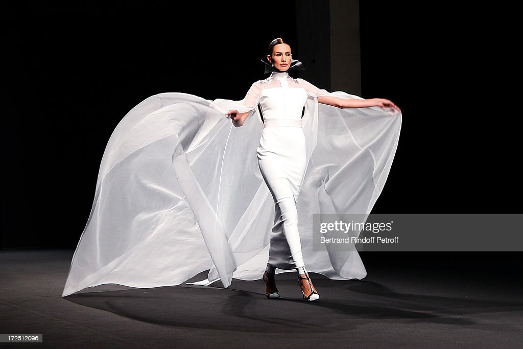 Model <a gi-track='captionPersonalityLinkClicked' href=/galleries/search?phrase=Nieves+Alvarez&family=editorial&specificpeople=234377 ng-click='$event.stopPropagation()'>Nieves Alvarez</a> walks on the runway during the Stephane Rolland show as part of Paris Fashion Week Haute-Couture Fall/Winter 2013-2014 at Tennis Club de Paris on July 2, 2013 in Paris, France.