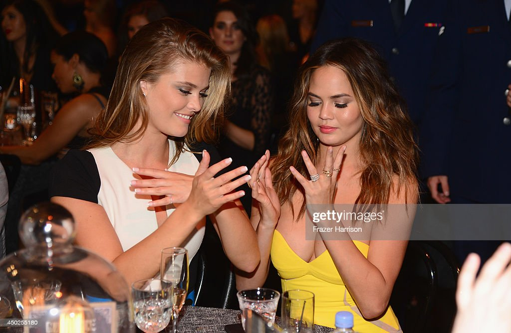 Model <a gi-track='captionPersonalityLinkClicked' href=/galleries/search?phrase=Nina+Agdal&family=editorial&specificpeople=7574783 ng-click='$event.stopPropagation()'>Nina Agdal</a> and Chrissy Teigen attend Spike TV's 'Guys Choice 2014' at Sony Pictures Studios on June 7, 2014 in Culver City, California.