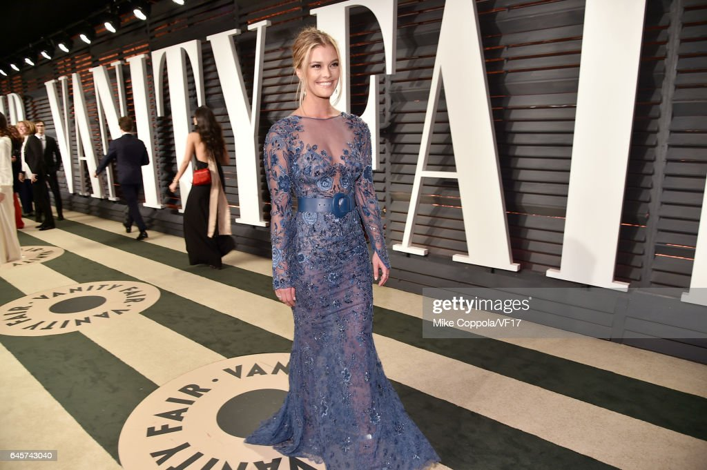 Model Nina Agdal attends the 2017 Vanity Fair Oscar Party hosted by Graydon Carter at Wallis Annenberg Center for the Performing Arts on February 26, 2017 in Beverly Hills, California.