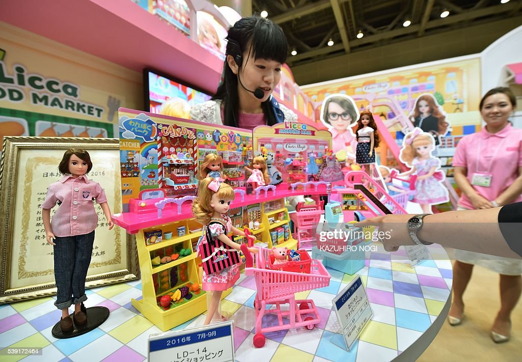 Japanese Toy Companies : A model of japan s toy company takara tomy introduces its