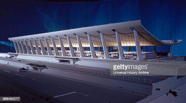 Model of the terminal building at Dulles International Airport Chantilly Virginia 195863 Designed by the architect Eero Saarinen 19101961