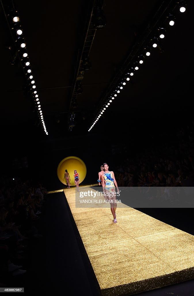 Model present creations by Salinas during the Fashion Rio 2015 Summer collection in Rio de Janeiro Brazil on April 10 2014 AFP PHOTO / VANDERLEI...