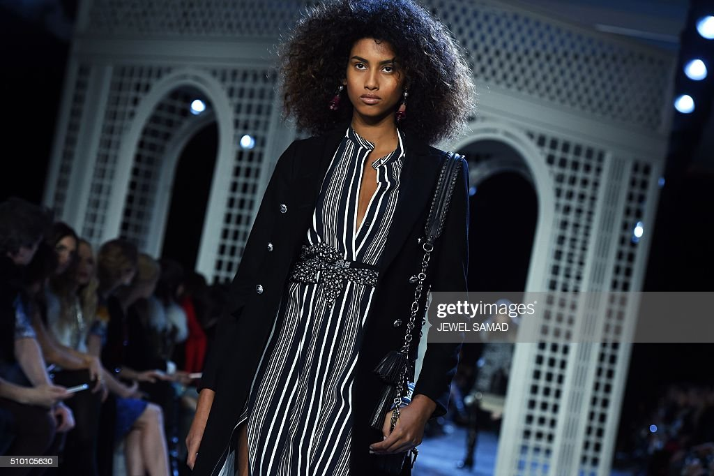 A model presents a creation by Altuzarra, during the Fall 2016 New York Fashion Week on February 13, 2016, in New York. / AFP / Jewel Samad