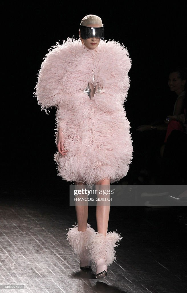 A model presents a creation by British fashion designer Sarah Burton for Alexander McQueen during the Fall/Winter 2012-2013 ready-to-wear collection show, on March 6, 2012 in Paris. AFP PHOTO/FRANCOIS GUILLOT