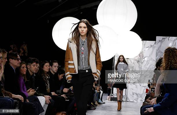 A model presents a creation by Carven during the 20162017 fall/winter readytowear collection fashion show on March 3 2016 in Paris AFP PHOTO /...