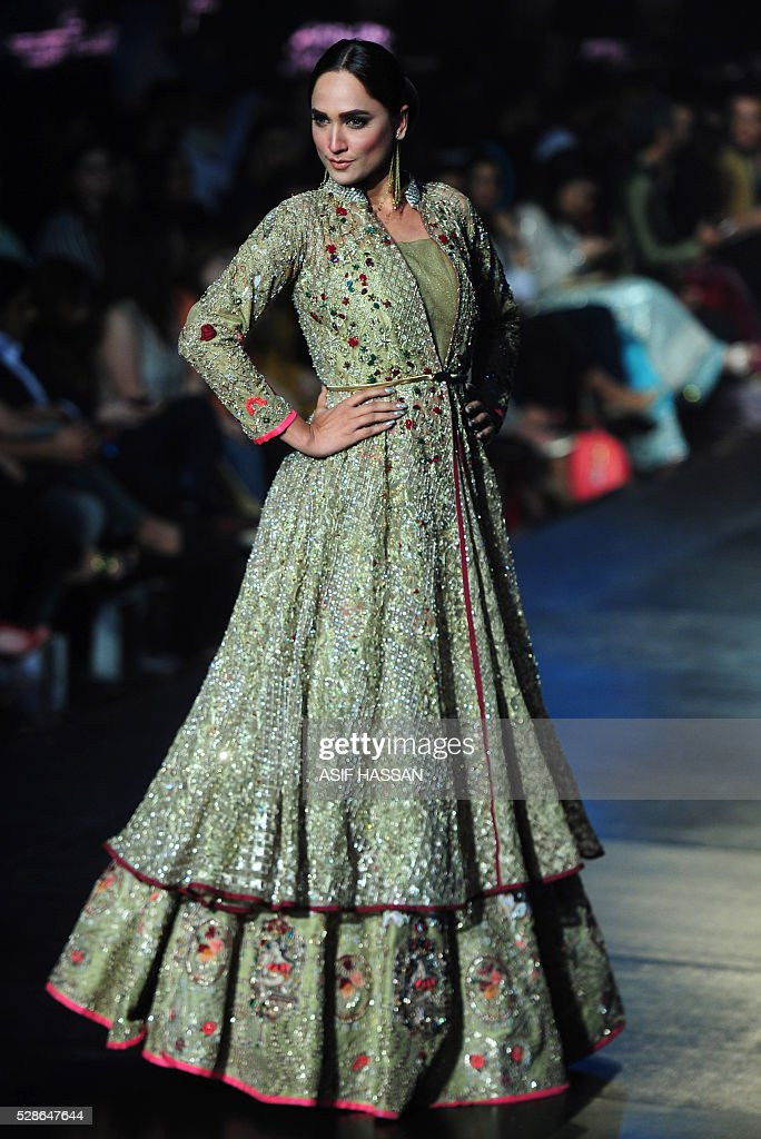 A model presents a creation by designer Erum Khan on the first day of Bridal Couture Week-Gold Edition in Karachi on May 6, 2016. / AFP / ASIF