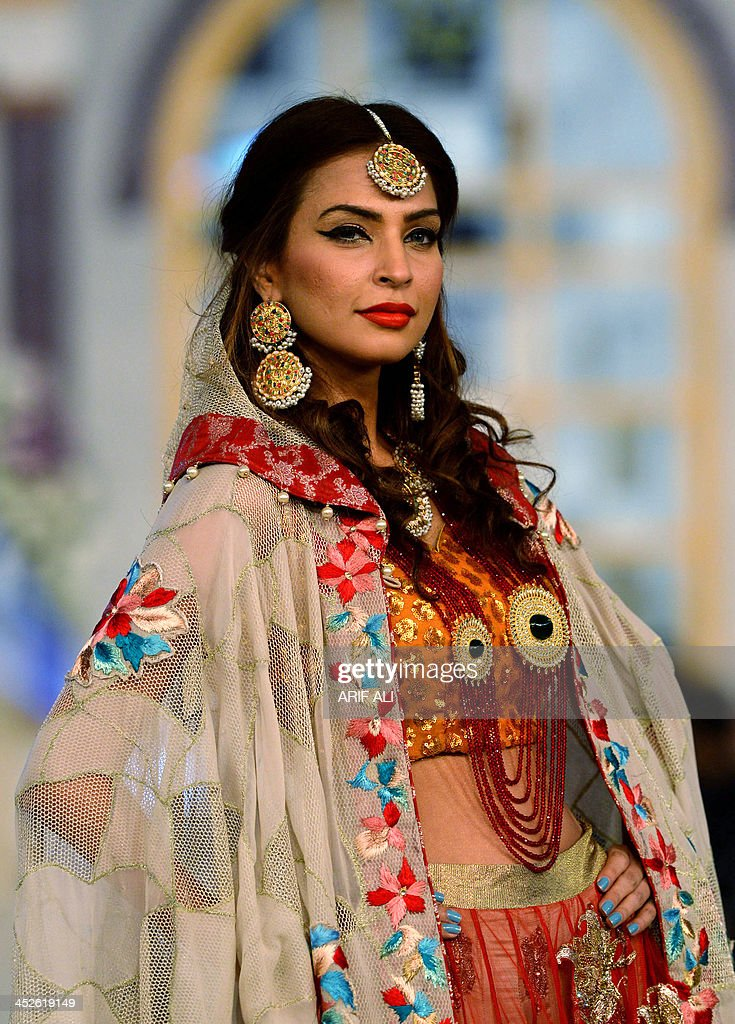 A model presents a creation by designer Erum Khan's during the Pantene Bridal Couture Week 2013 in Lahore on November 30, 2013. AFP PHOTO/Arif ALI