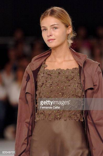 A model presents a creation by designer Gloria Coelho during the Fall/Winter 2005 collection of the Sao Paulo Fashion Week at Parque Ibirapuera in...