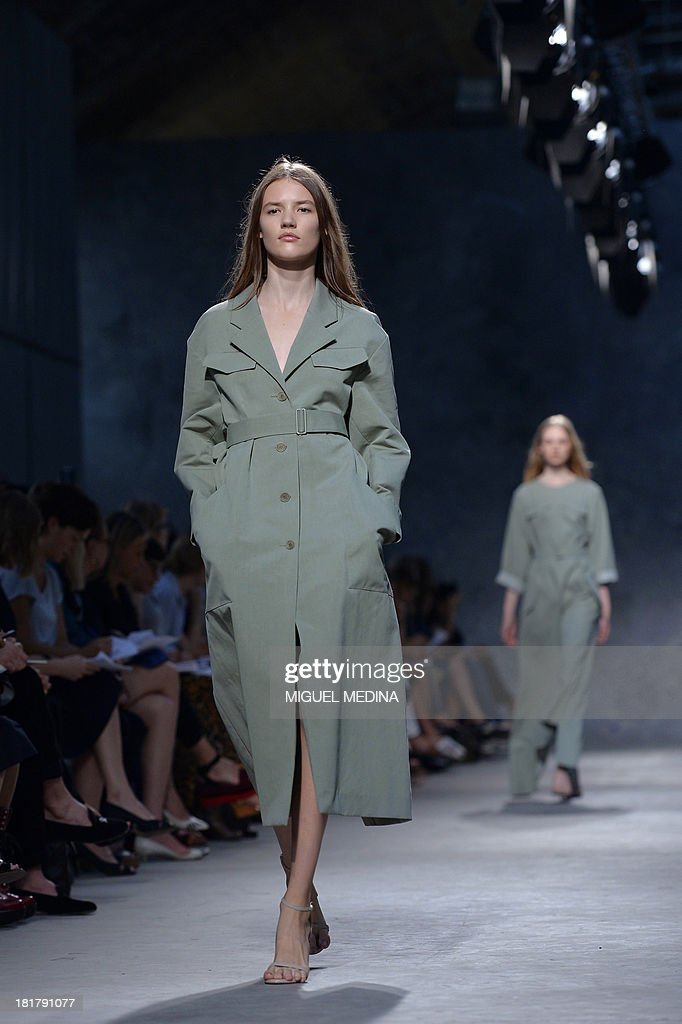 A model presents a creation by Felipe Oliveira Baptista during the 2014 Spring/Summer ready-to-wear collection fashion show, on September 25, 2013 in Paris.