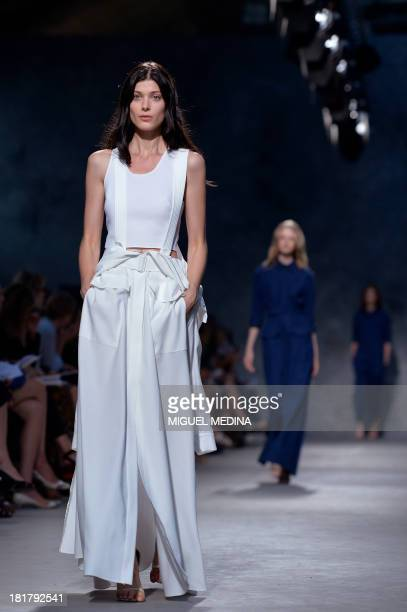 A model presents a creation by Felipe Oliveira Baptista during the 2014 Spring/Summer readytowear collection fashion show on September 25 2013 in...