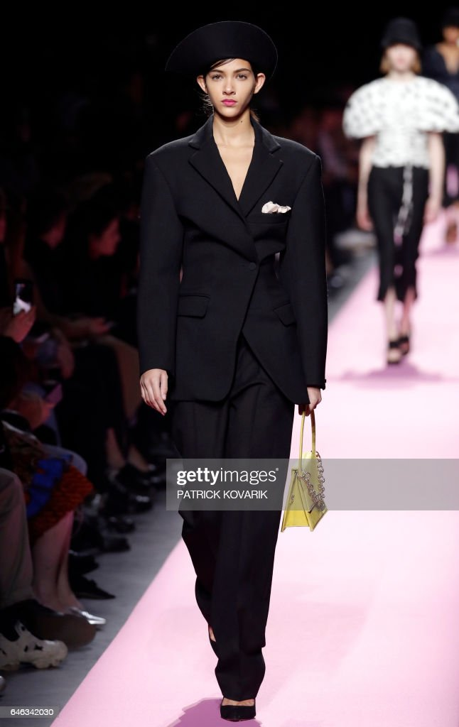 model-presents-a-creation-by-jacquemus-during-the-womens-fallwinter-picture-id646342030
