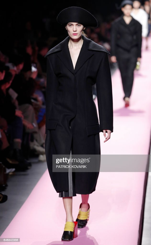 model-presents-a-creation-by-jacquemus-during-the-womens-fallwinter-picture-id646342356