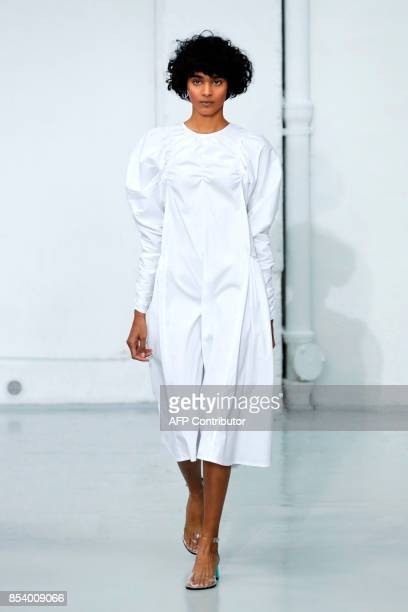 A model presents a creation by Paskal during the 2018 Spring/Summer readytowear collection fashion show in Paris on September 26 2017 / AFP PHOTO /...