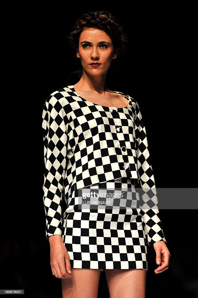 A model presents a creation by U.S. designer Nicole Miller during the Cali Exposhow fashion week on October 23, 2013, in Cali, Valle del Cauca department. AFP PHOTO / Luis ROBAYO