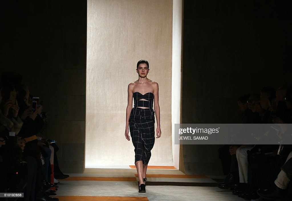 A model presents a creation by Victoria Beckham during the Fall 2016 New York Fashion Week on February 14, 2016, in New York. / AFP / Jewel Samad