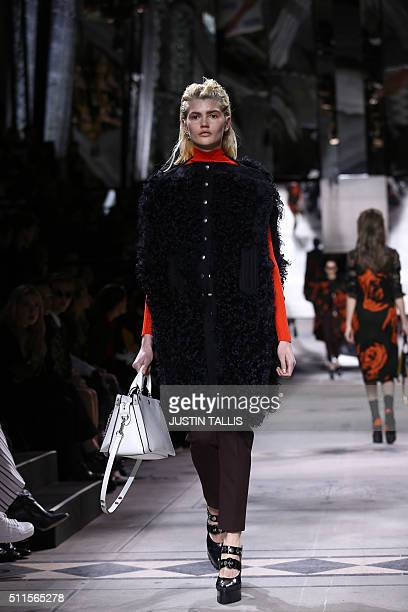 A model presents a creation during the Mulberry catwalk show at the Autumn / Winter 2016 London Fashion Week in London on February 21 2016 / AFP /...