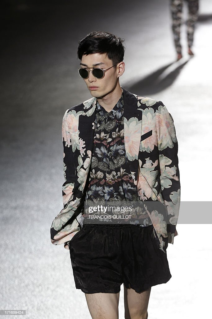 A model presents a creation for Dries Van Noten fashion house during the men's ready-to-wear fashion shows on June 27, 2013 in Paris. AFP PHOTO / FRANCOIS GUILLOT