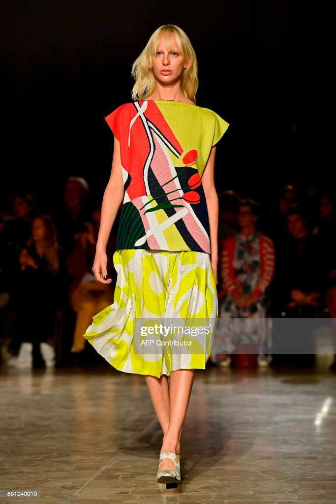 model-presents-a-creation-for-fashion-house-arthur-arbesser-during-picture-id851240010
