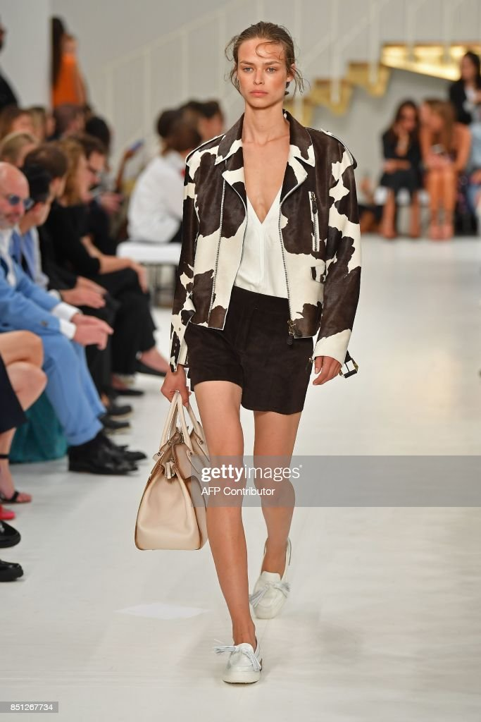model-presents-a-creation-for-fashion-house-tods-during-the-womens-picture-id851267734
